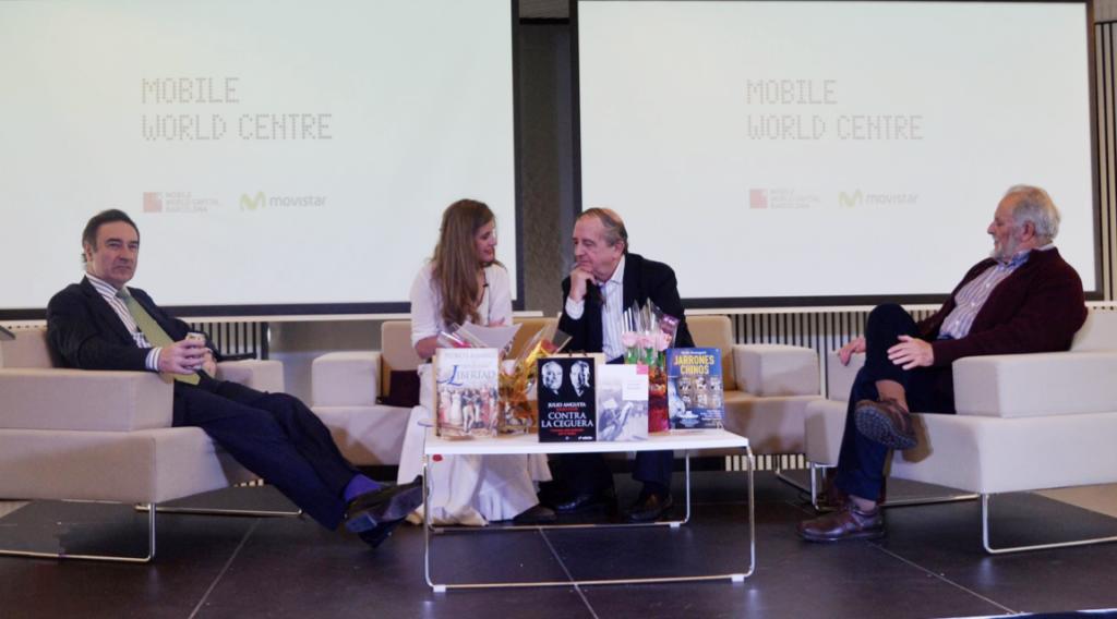 Guillermina Royo-Villanova entrevista Pedro J. Ramírez, Iñaki Anasagasti y Julio Anguita. MWC Barcelona. Día del libro